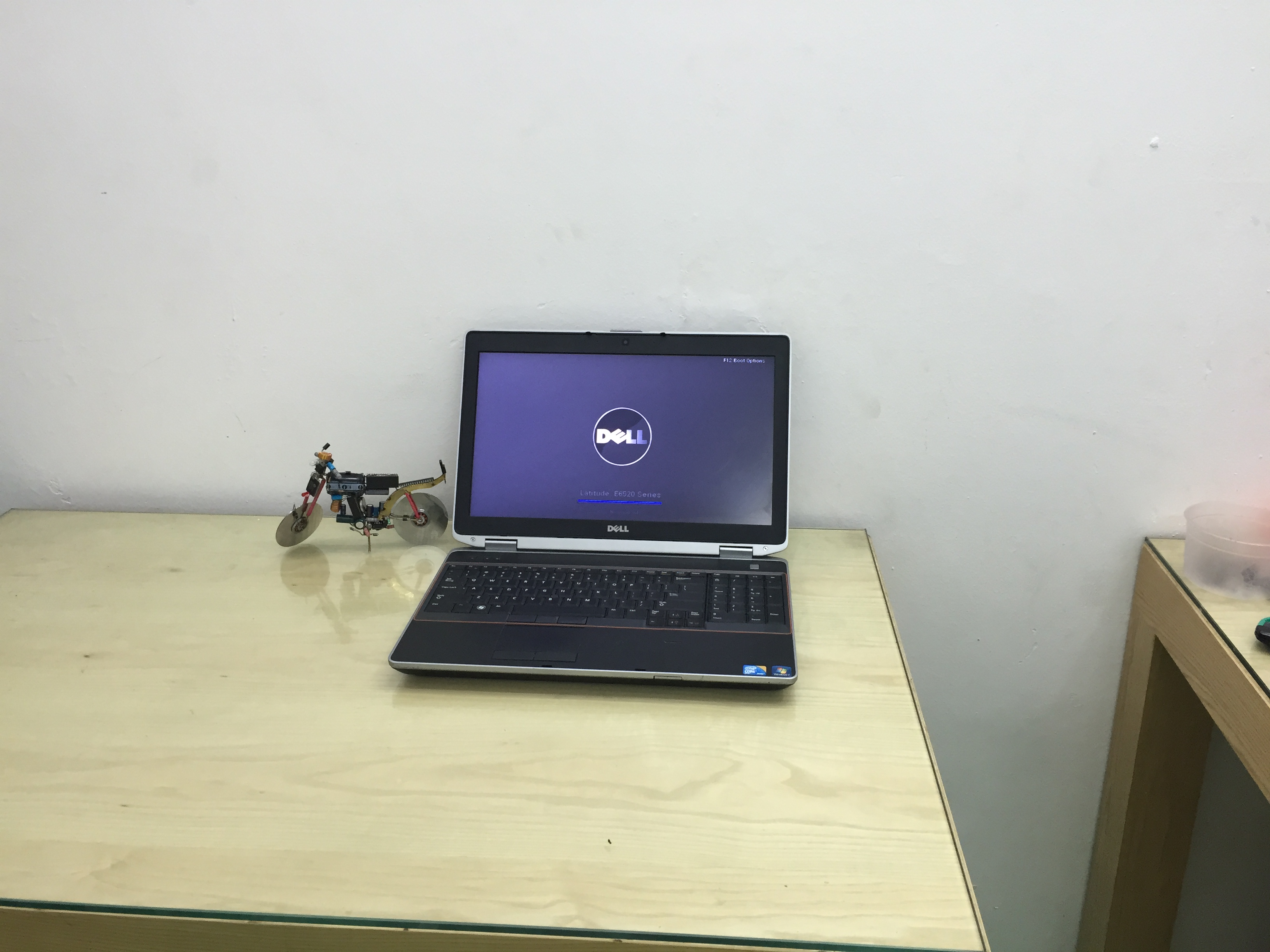 Laptop cũ Dell E6520 i5, Ram 4G, Ổ 250GB, VGA Rời, HD LED 15.6 inch HD+