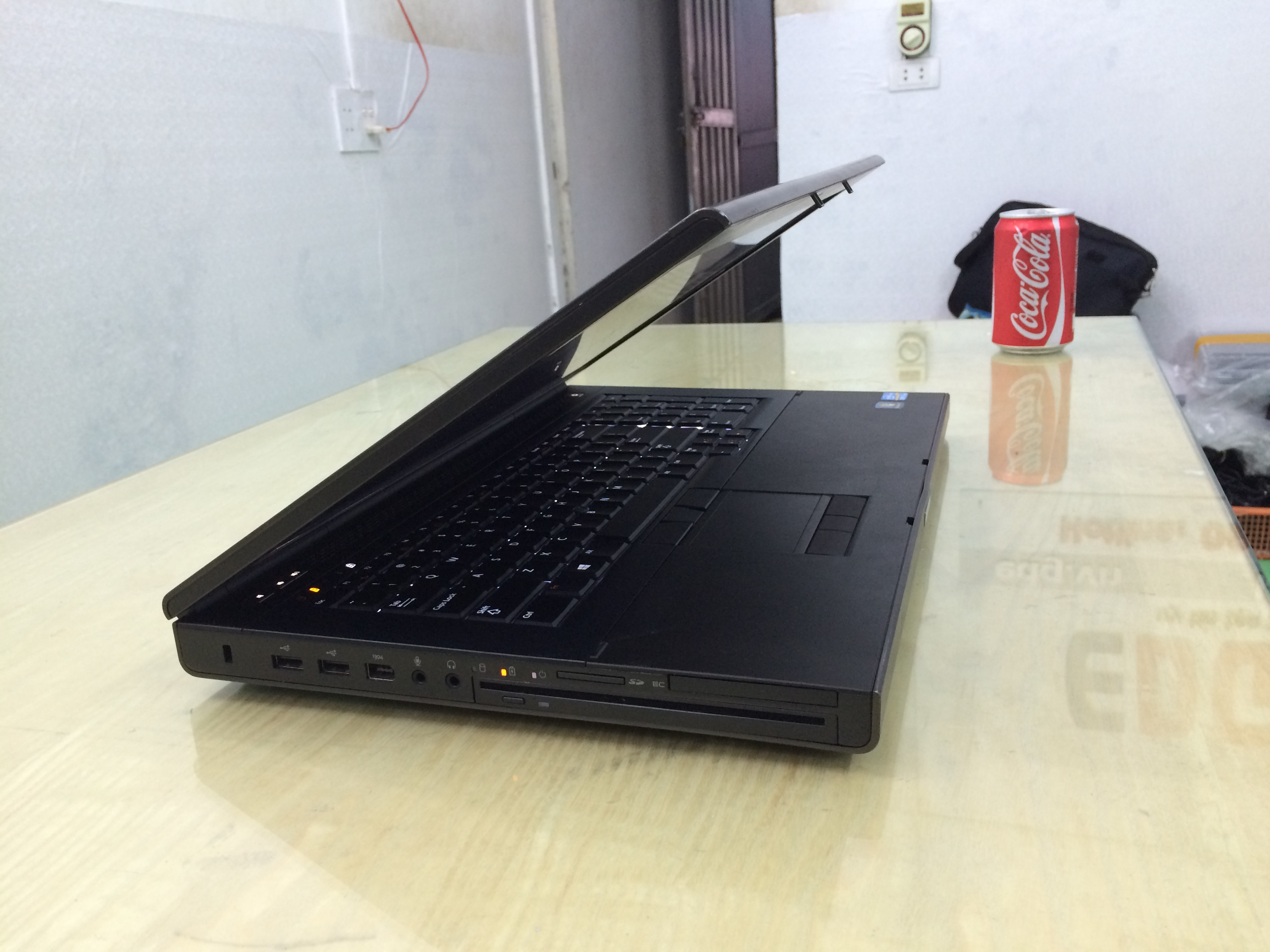 Laptop cũ Dell Precision M6700 (Core i7-3720QM,Ram 8gb,ổ cứng 500gb,17.3 inch Full HD,Card rời 4gb)